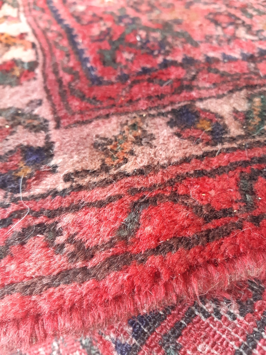Why do rugs bleed?
